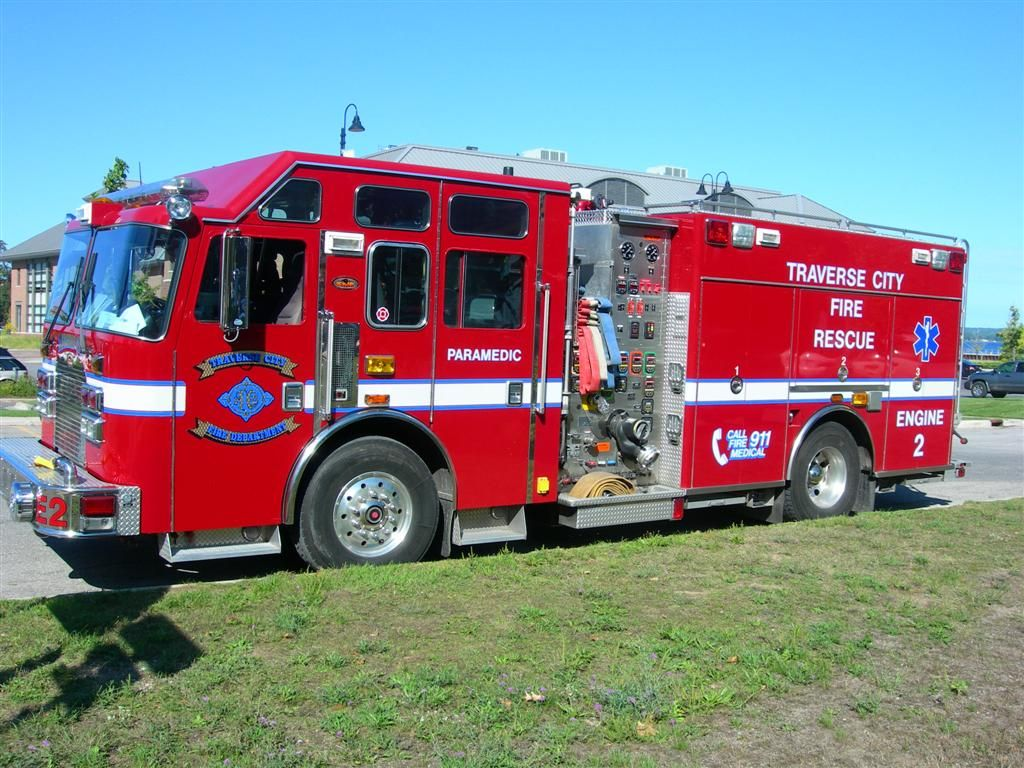 Traverse city fire department traverse city mi engine 2 2004 kme