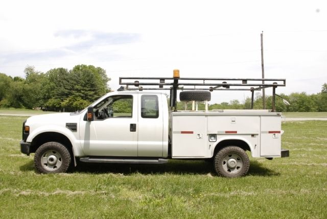2008 Ford F-350 Extended Cab 4x4 Utility Truck