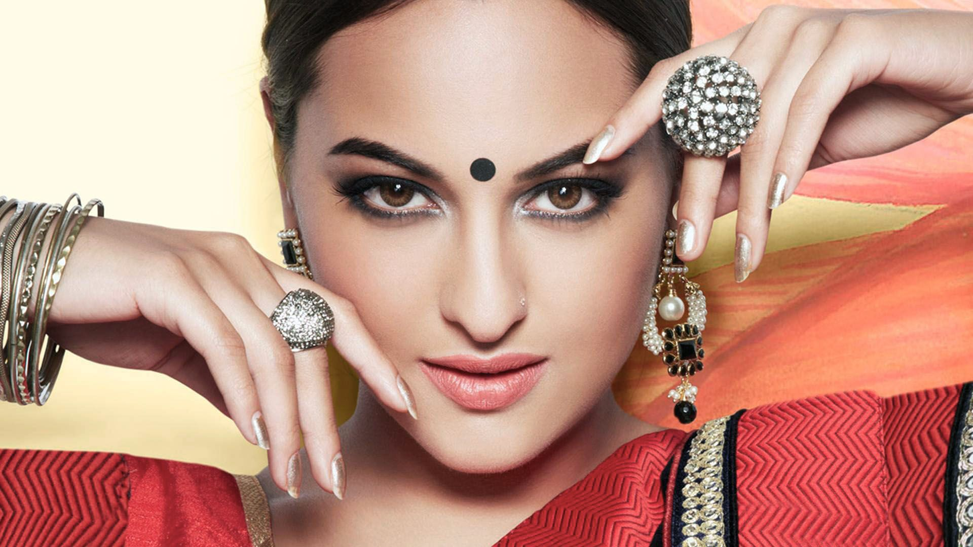 Sonakshi Sinha Beautiful Indian Celebrity Wallpaper