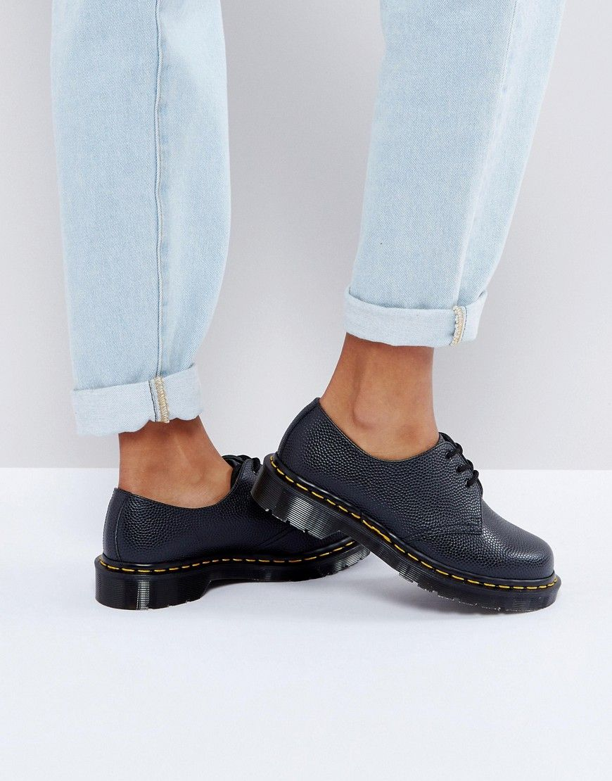 Get this Dr Martens's shoes with laces now! Click for more