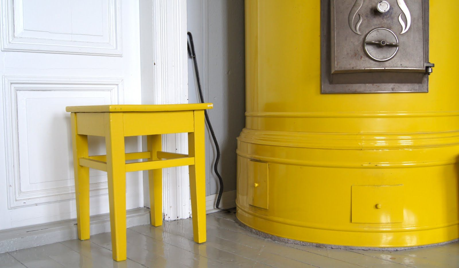 Bold yellow oven