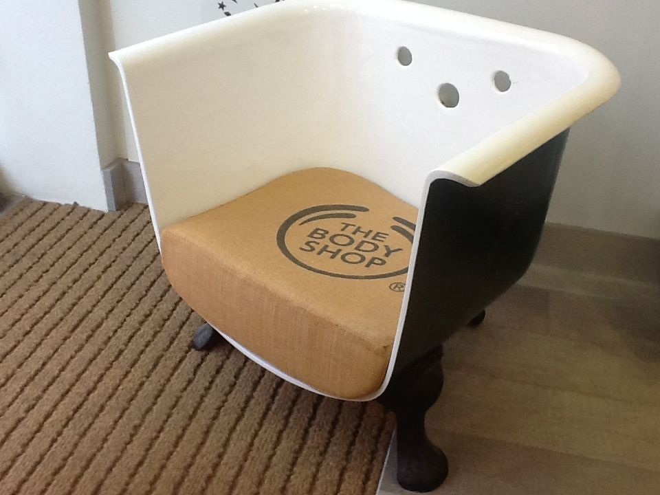 Old bathtub repurposed as a chair. Saw this in a shop in Munich ...