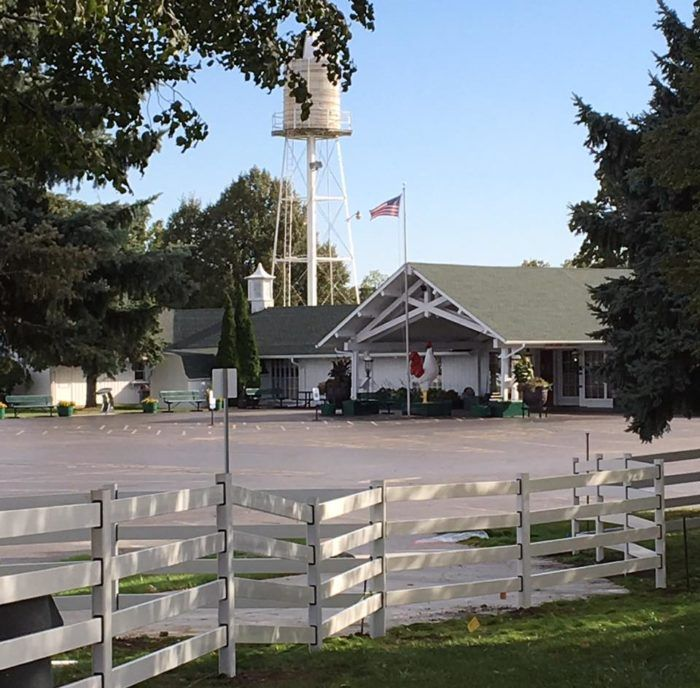 This Charming Farm Restaurant In Illinois Has The Best Fried Chicken In The World Farm Restaurant Joliet Illinois White Fence Farm