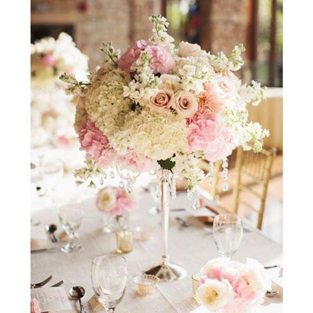 Centro de mesa con esferas de flores. #decor #deco #decoracion #DYI #party #celebration #fiesta #celebrate #ecumple