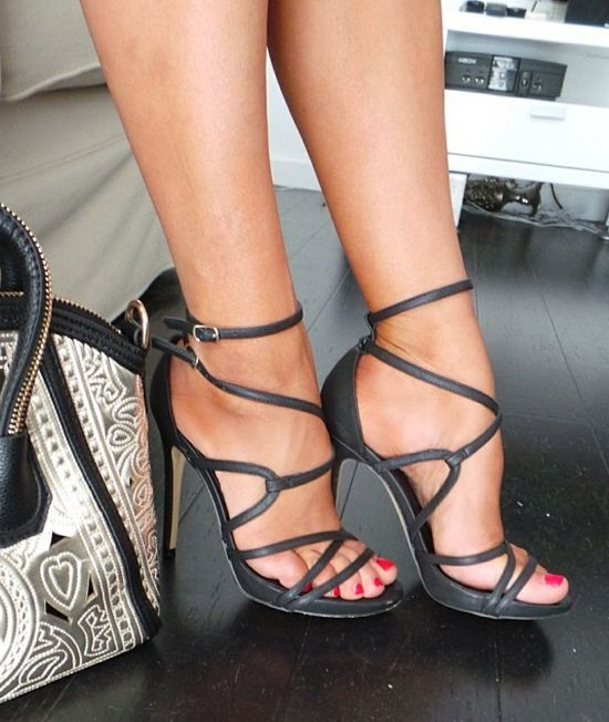 Fashion high heels | You can find this and many other looks at => https://www.facebook.com/AmazingOutfits.page?ref=6062&