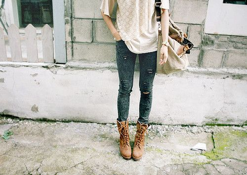 skinny jeans and oversized bags. yes please.