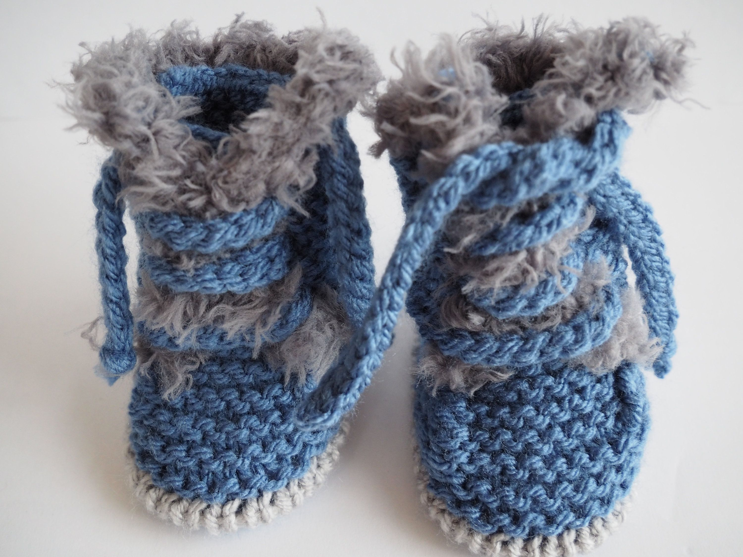 HAND  CROCHET KNIT SHOES SOCKS TRINERS SNEAKERS BOOTIES AND HAT WOOL