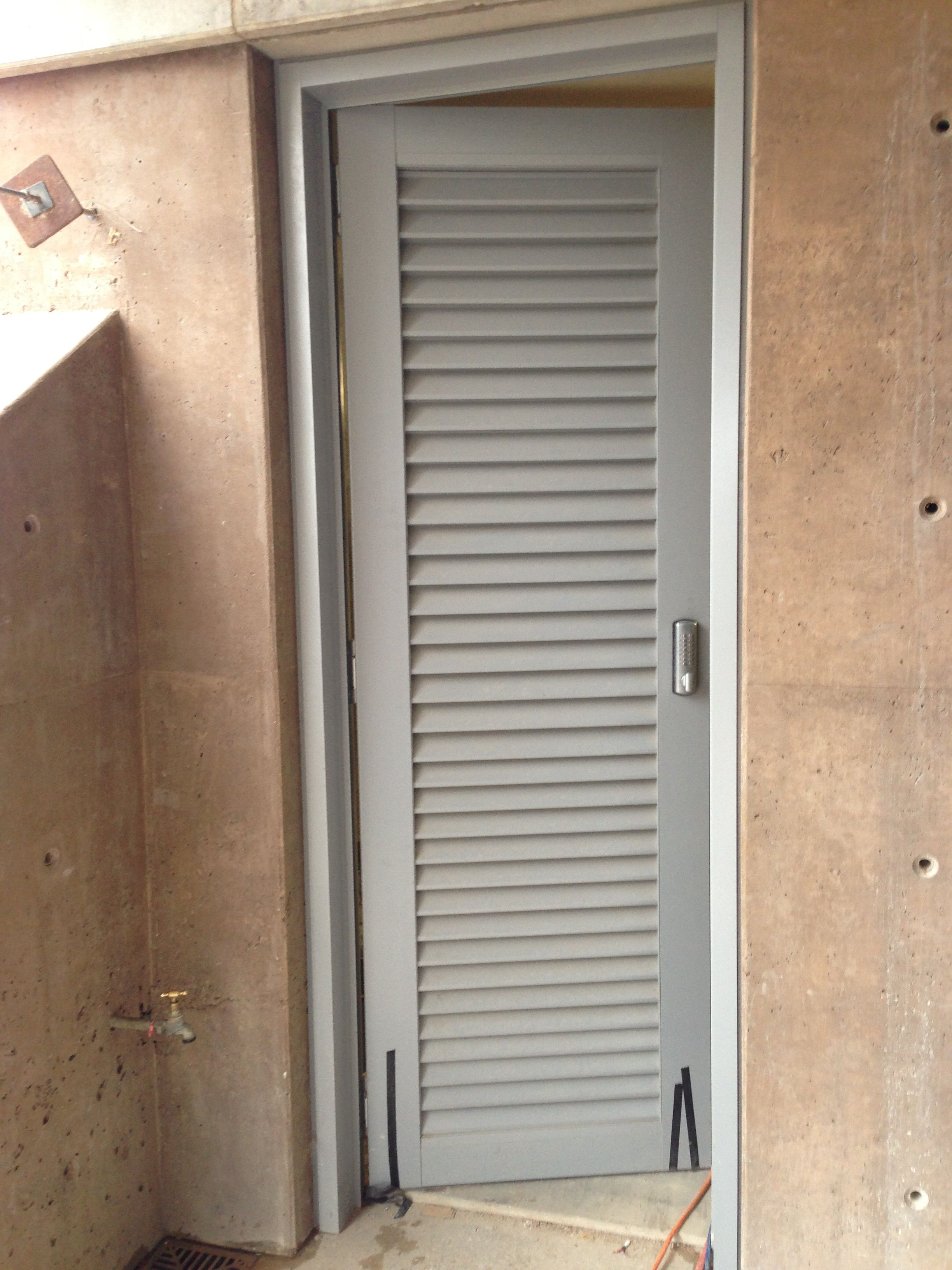 Image of the plant room door we made from Capral 50mm z louvres for our project in Byron Bay - vermin mesh fitted to the inside & Image of the plant room door we made from Capral 50mm z louvres for ...