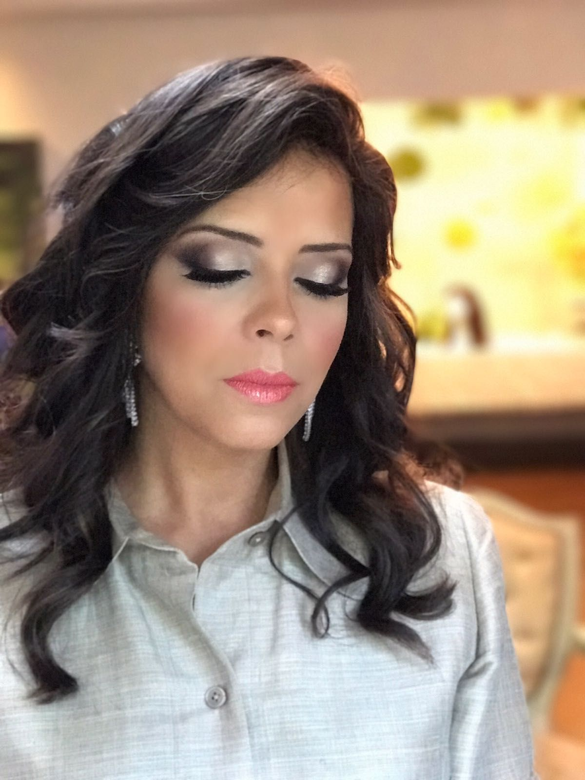 Glam makeup inspiration for mother of the bride in 2019