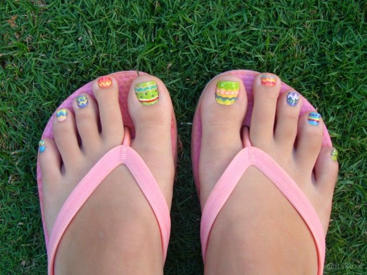 Easter Pedi - Easter Eggs - Only if you don't live in Ny tho we have tons  of snow :P - Easter Egg Designs For My Girls Toe Nails Pinterest Easter