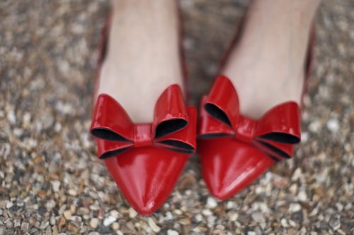 the big red bow #redshoes