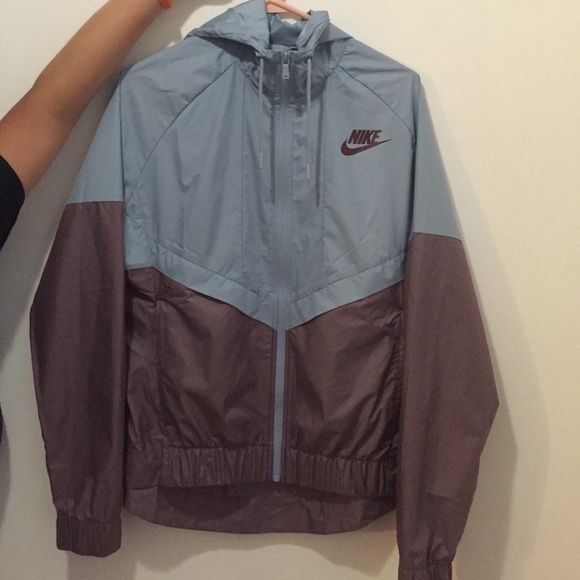 6a991d8def Women s Nike Windbreaker size Medium Polyester Water Repellent Only Worn  Once Nike Jackets   Coats