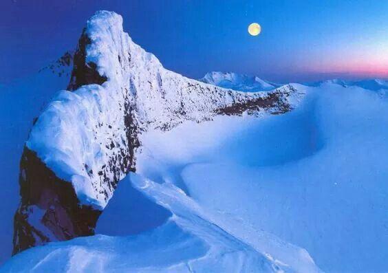 Parque Nacional Jotunheimen, Jotunheimen, que es el parque nacional más popular de Noruega y la zona que lo rodea son ideales para los esquiadores de esquí de fondo
