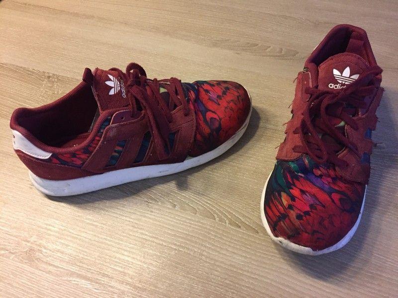 Basket bordeaux fleuris Adidas Je vends cette paire de
