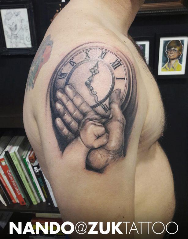 Tatuaje Estilo Realista Con Las Manos De Padrehijo Y Un Reloj
