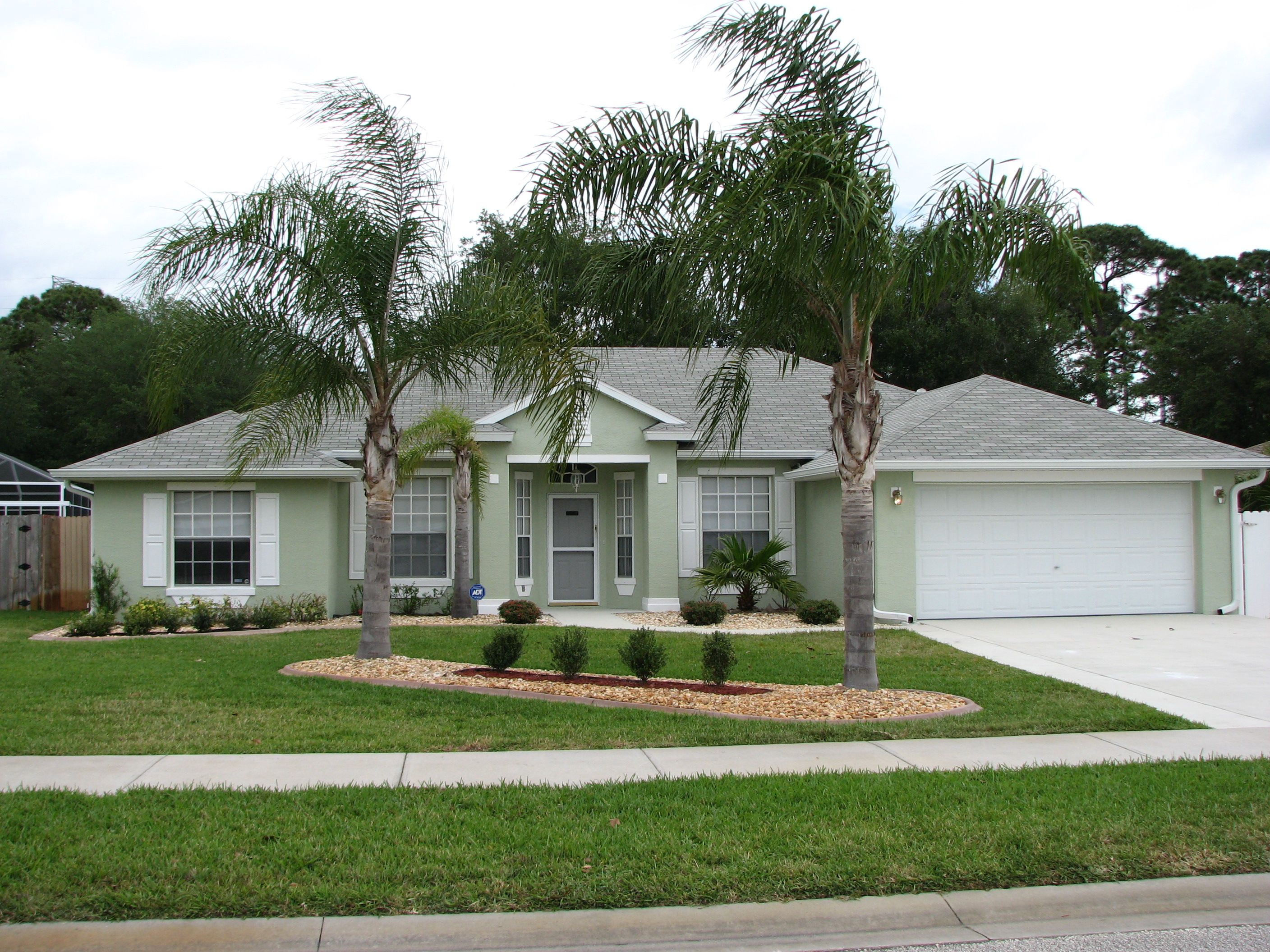 Elegant exterior in green concept exterior paint ideas for Florida stucco