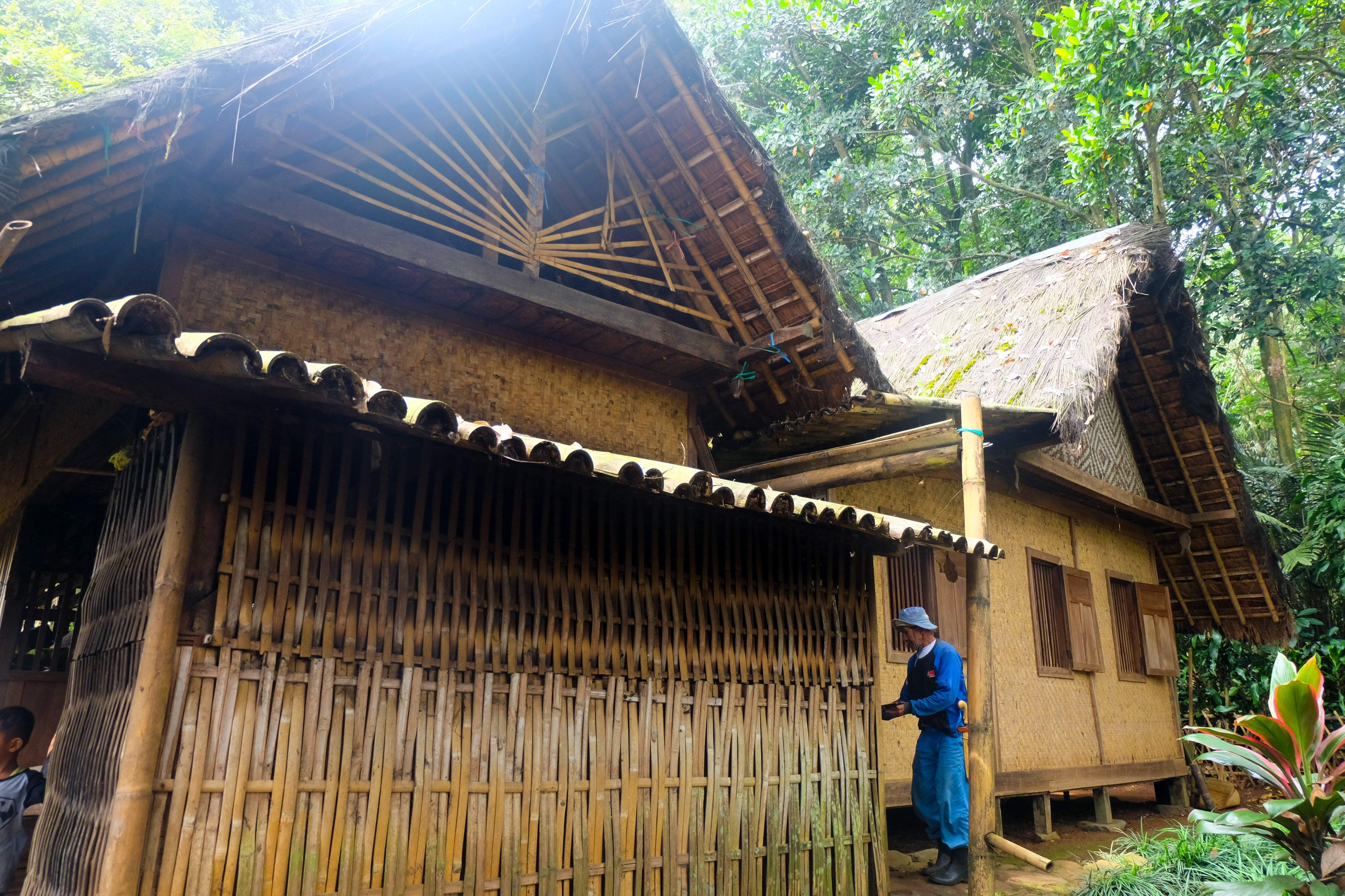Gambar Rumah Adat Nusa Tenggara Timur