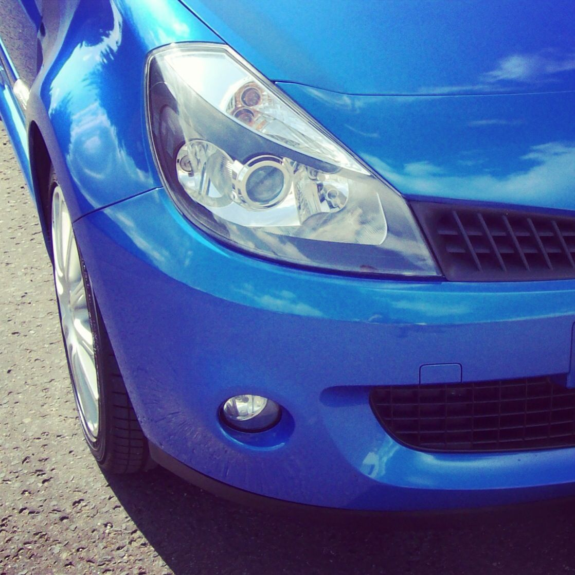 Renault Clio 197: The Chunky Front End Of A Renault Clio 197 Wearing Zymol Wax