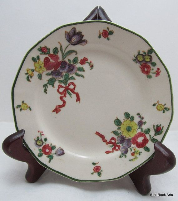 Royal Doulton Is A Classic English Brand Name In Tableware And Ceramics With A Pedigree Dating Back To 1815 When John Vintage Plates Plates Plate Wall Decor