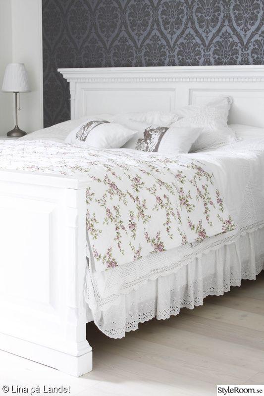 vit sängram,säng,sovrum,romantiskt,lantligt My style Pinterest Romantiskt, Sovrum och