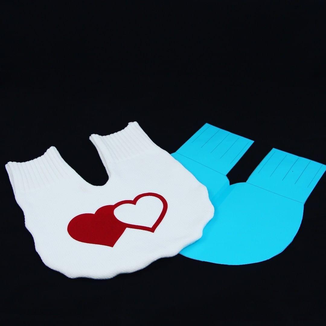 Hi, hier unser neustes Upcycling-Projekt. Ein Partnerhandschuh, eine tolle Geschenkidee für den #Valentinstag oder auch zum #Muttertag. Videoanleitung und Schnittmuster auf www.cheznu.tv #upcycling #upcyclingfashion #upcyclingart #upcyclingproject #upcyclingdesign #upcyclingideas #truefruitsupcycling #upcyclingclothes #upcyclinglamp #upcyclinglife #upcyclingprojects #upcyclingcrew #upcyclingartist #upcyclingchallenge #upcyclingfabrics #upcyclinglove #upcyclingdeluxe #upcyclingrockt  #valentinsta