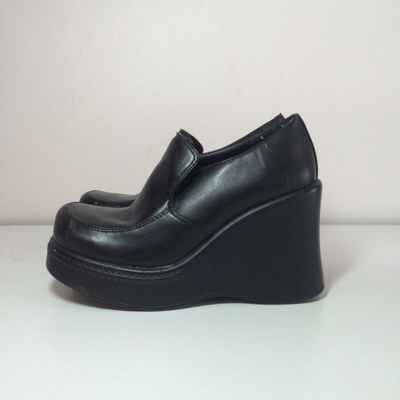 b844e83845e 90s womens black platform wedge slip on loafers size 7 by 33vtg