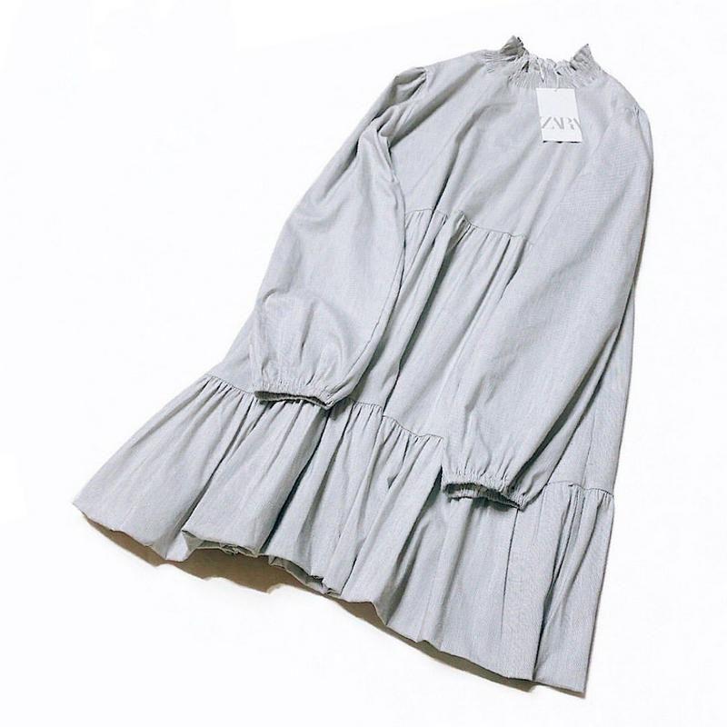 昔から大好きな梨花ちゃんセレクトの zara ストレッチワンピ 襟元がギャザーデザインなのもオシャレ 柔らかい生地なのにシワになりにくくて くすみブルーグレーが甘くなり過ぎるのを抑えてくれるから大人可愛いʕ ˑ ʔෆ ʕ ʔ キャラじゃない雰囲気