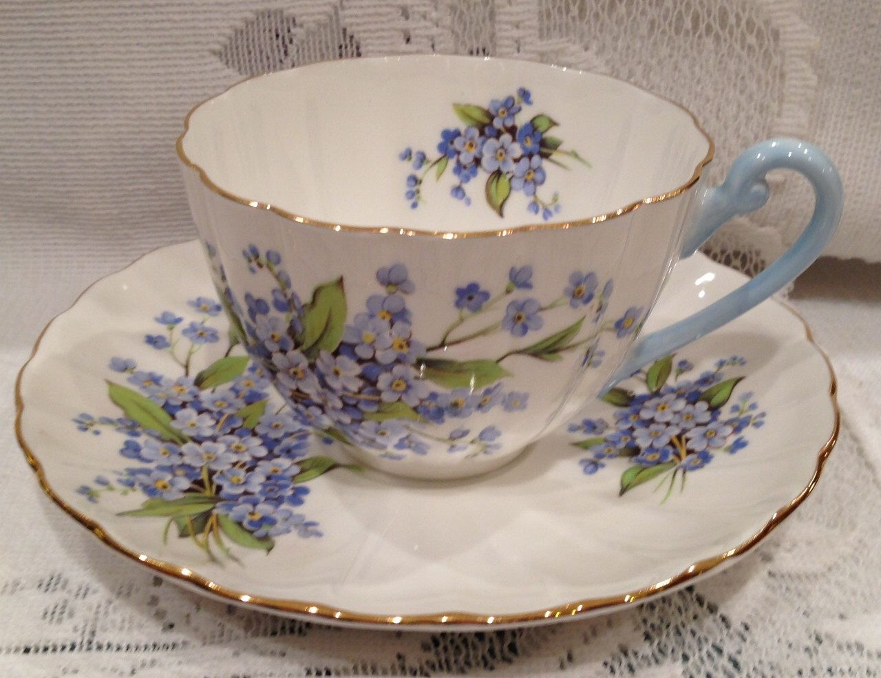 Vintage. English SHELLEY Fine Bone China Tea Cup & Saucer by CupsAndRoses on Etsy https://i0.wp.com/www.etsy.com/listing/2341…   Tea cups. Bone china tea ...