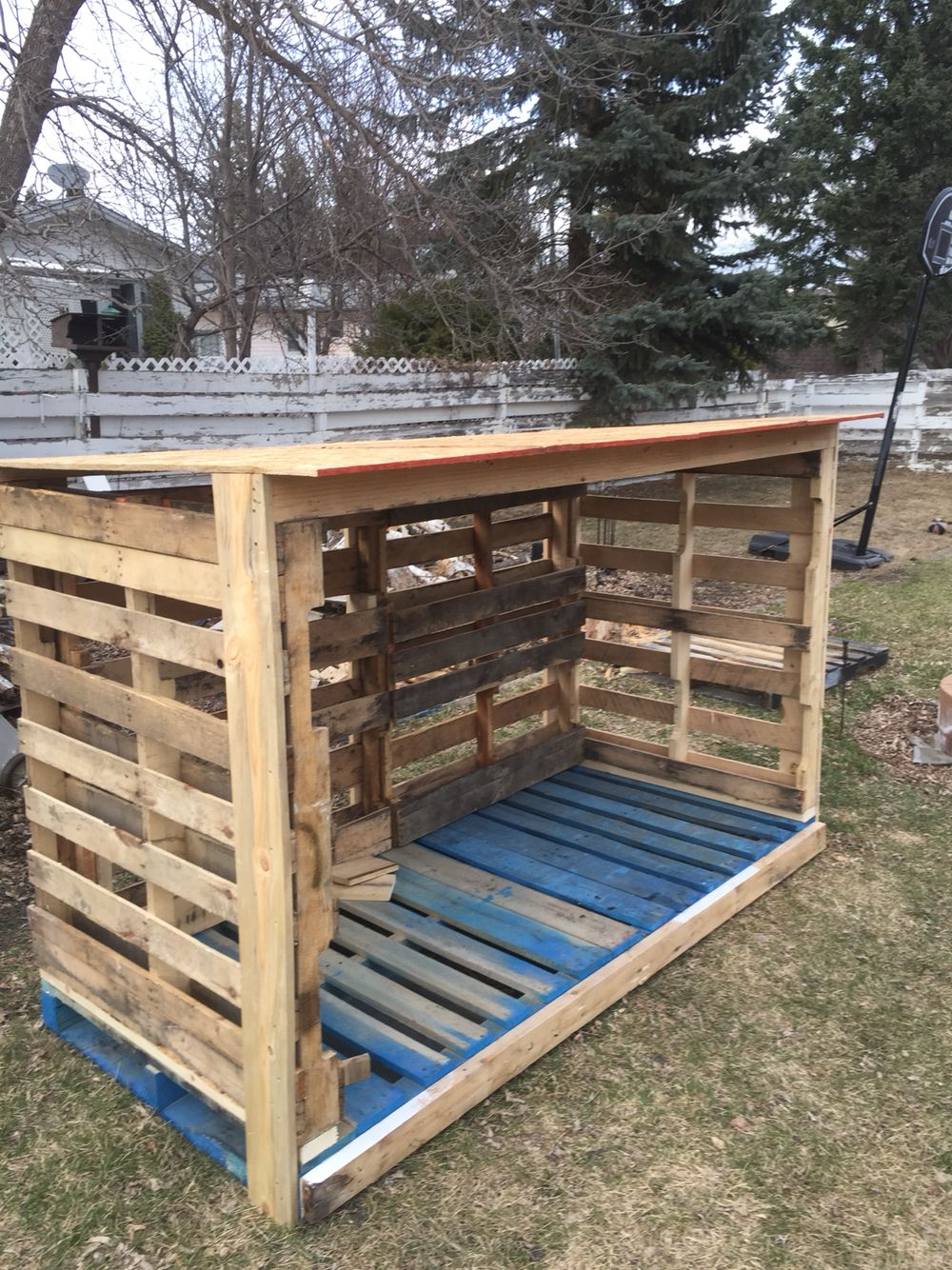 pallet firewood shed. more | for the farm | pinterest | brennholz
