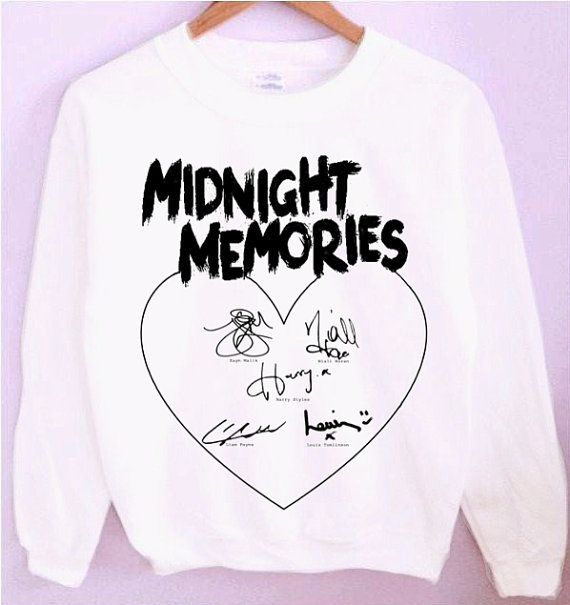 One Direction Midnight Memories 1D Signatures Crewneck/Sweatshirt<<<<< I NEED THIS!!!! Anyone willing to donate to the campaign for me to get this??? Please???