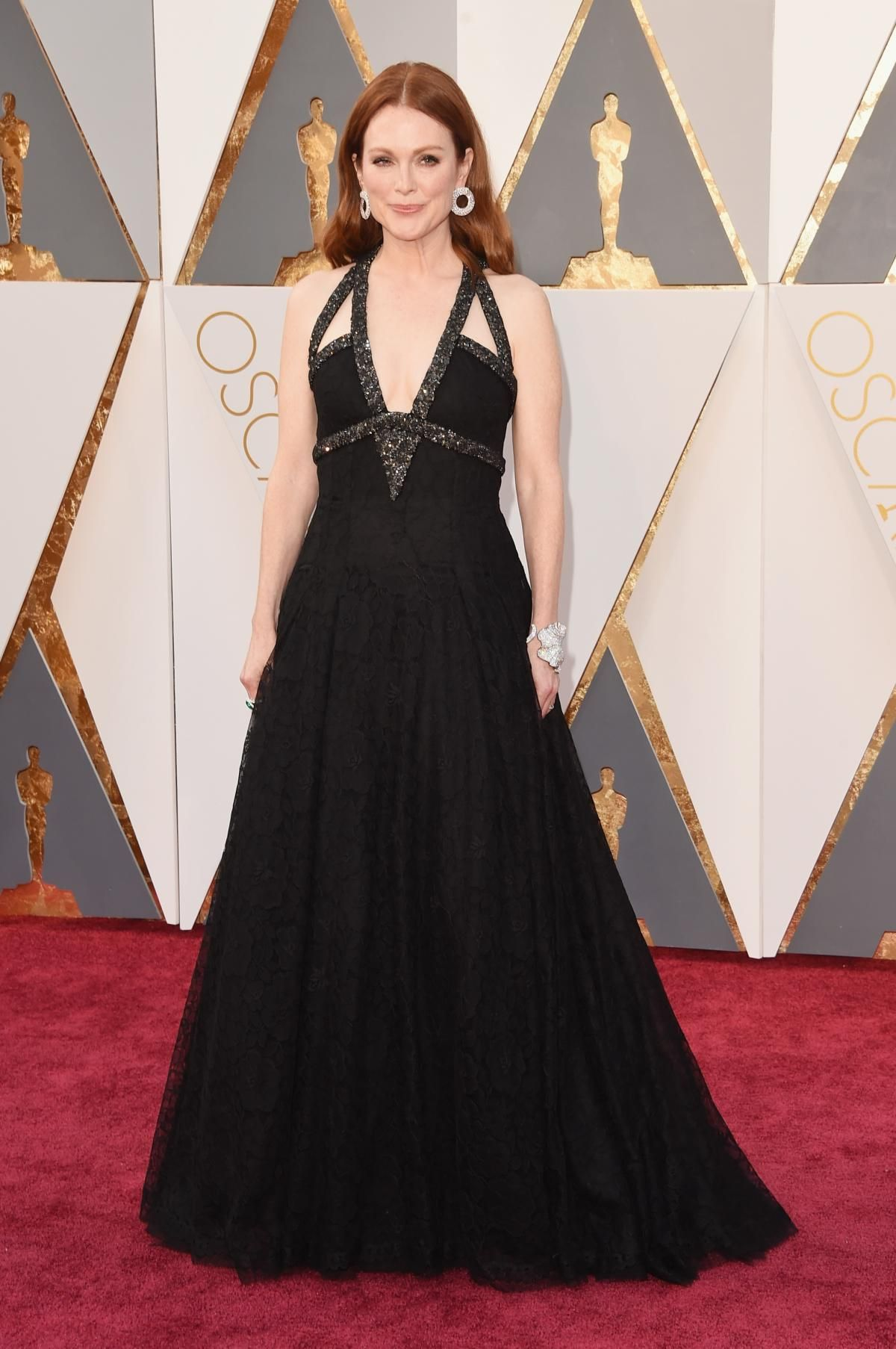 Julianne Moore wears Chanel Haute Couture on the Oscars red carpet. Photo: Jason Merritt/Getty Images.