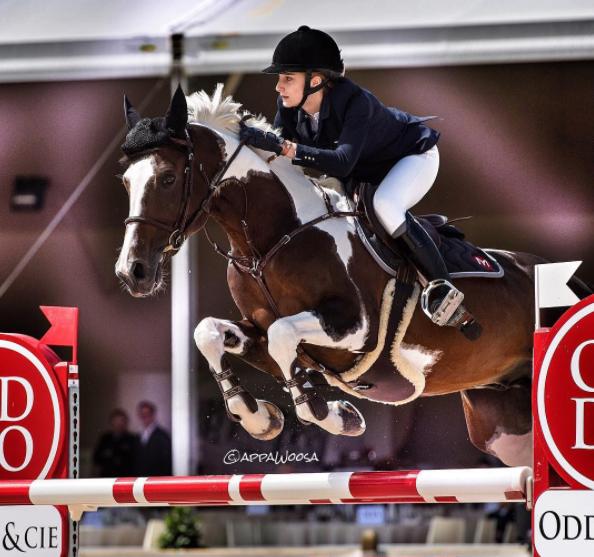 Le Chic Francais Equitation Cavaliere Mathilde Pinault Chevaux Mignons Equitation Cavaliere