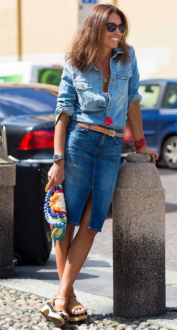 Look lindo, all jeans, que pode ser usado pela menina de 15, a mulher de 30, 40, 50, 60.. Já que tenho recebido mensagens de seguidoras pedindo looks para mulheres maduras, vou tentar colocar nos posts, dicas para que toda mulher consiga usa-los. Afinal, minha intenção aqui é quebrar paradigmas! Quem não quer mostrar as pernas, pode usar a saia mais para baixo dos joelhos ( midi ) e sem fenda, ou longa mesmo. Os acessórios beges e outros em detalhes coloridos, deram o toque estiloso. Para…