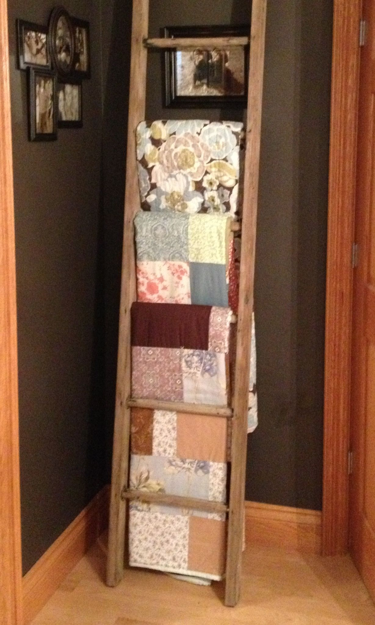 ladder quilt rack :) | Ideas for mom | Pinterest | Quilt ladder ... : quilt display ladder - Adamdwight.com