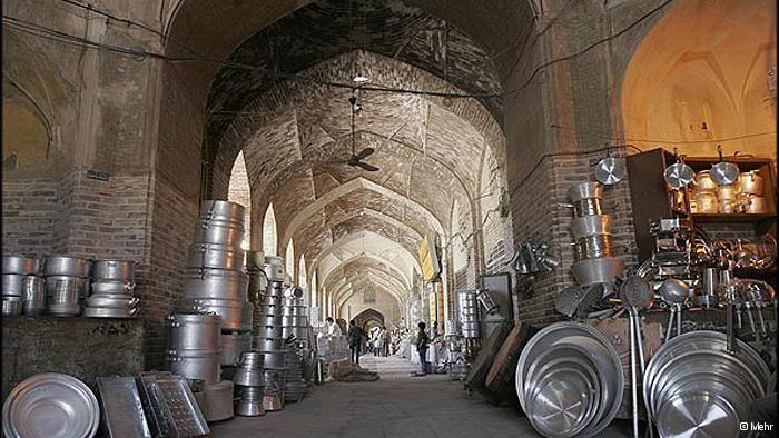 از بازمانده ی دایناسورها تا باغ سنگی و بازار کرمان و آتشکده ی زرتشتیان همگی شاهدی هستند بر تاریخی که هم چنان به یدک آن ر Visit Iran Barcelona Cathedral Travel