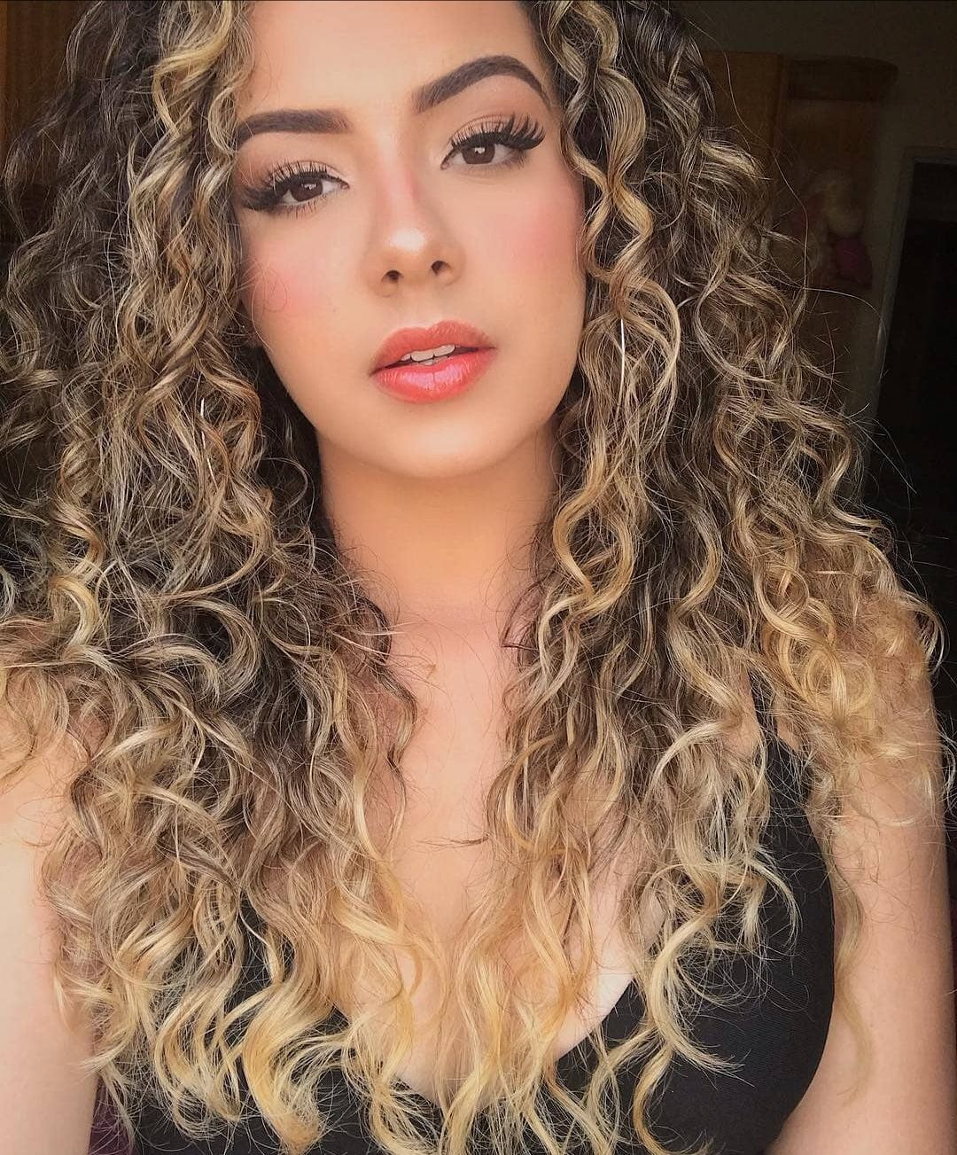 2019 Eid Hairstyles - 30 Latest Girls Hairstyles For Eid   Beautiful curly hair, Curly hair ...