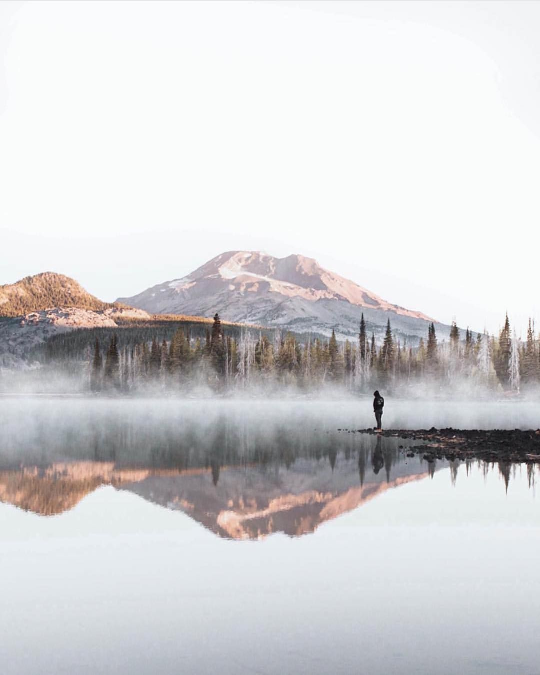 Sparks Lake Oregon.  Photo by @rodtrvn #wanderingvoyage Re-post by Hold With Hope