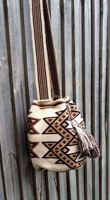 Authentic Mochila Wayuu from La Guajira, traditional size, una hebra tecnique