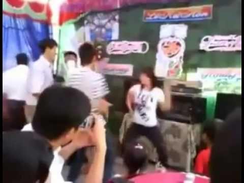 Gái nhảy điên cuồng trong đám cưới , giống sàn nhảy http://xapxinh.com/videos/z/0/1/moi-nhat