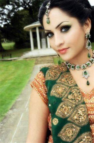 Green popping bridal makeup
