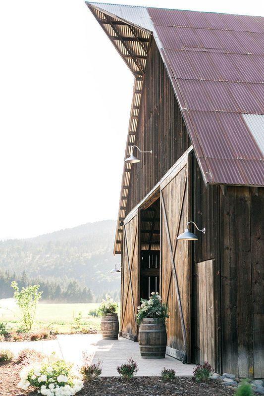 6 Rustic Barn Wedding Venues in Oregon   Rustic barn ...