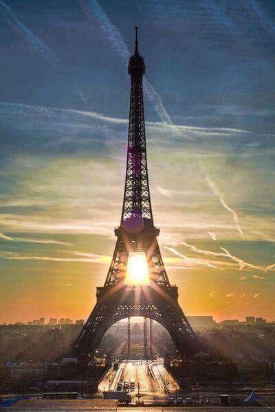 Cae la tarde en París