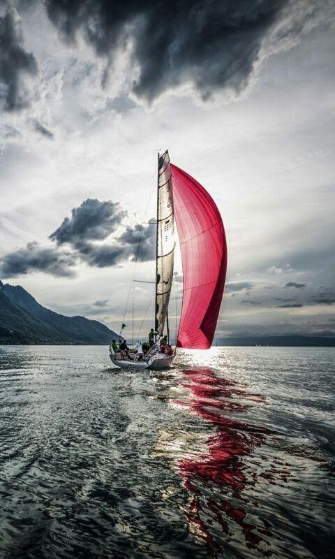 Épinglé par Nazif Uysal sur rouge | Faire de la voile, Peinture bateau, Voiliers de luxe