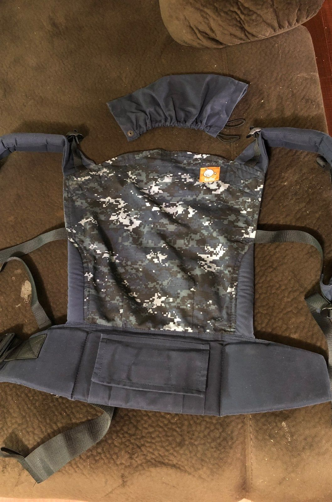 Euc Tula Baby Carrier In Navy Digital Camo Print Includes Infant Insert And Baby Head Cover Ring Sling Baby Carrier Tula Baby Carrier Baby Carrier