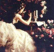Tyttö ja ruusut.
