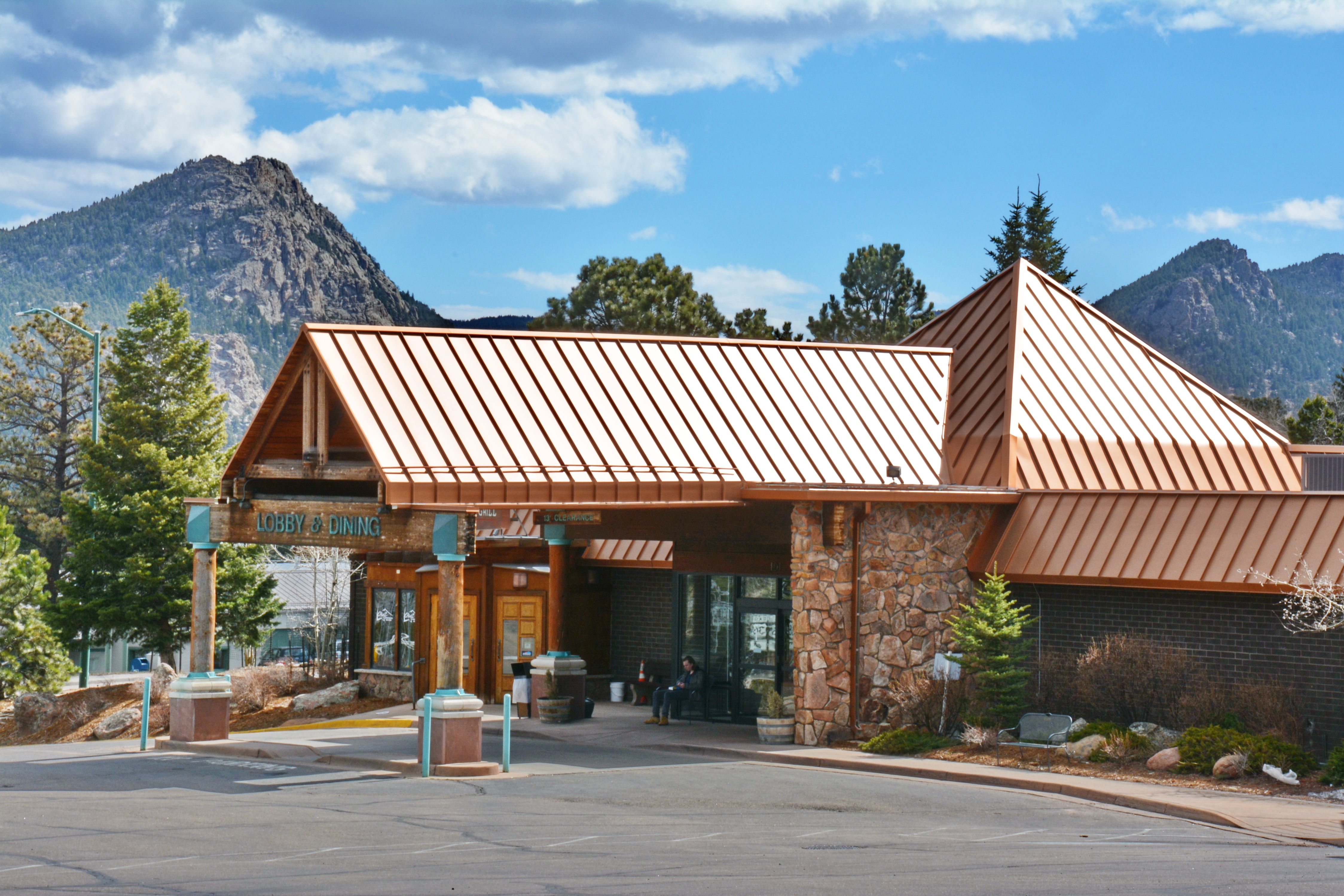 Delaware North Acquires Rocky Mountain Park Inn And Trendz At The In Estes