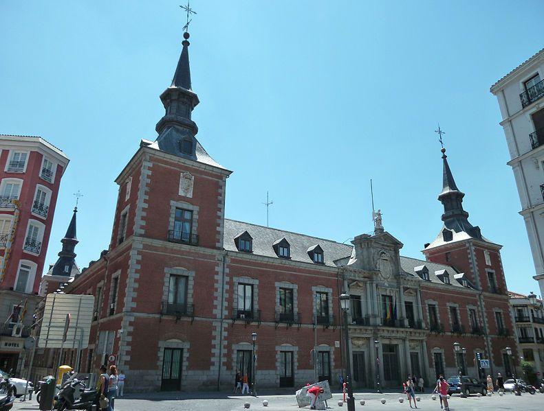 Cárcel de Corte - Ministerio Asuntos Exteriores - Palacio de Santa Cruz. Fachada principal . obra de Juan Gómez de Mora.
