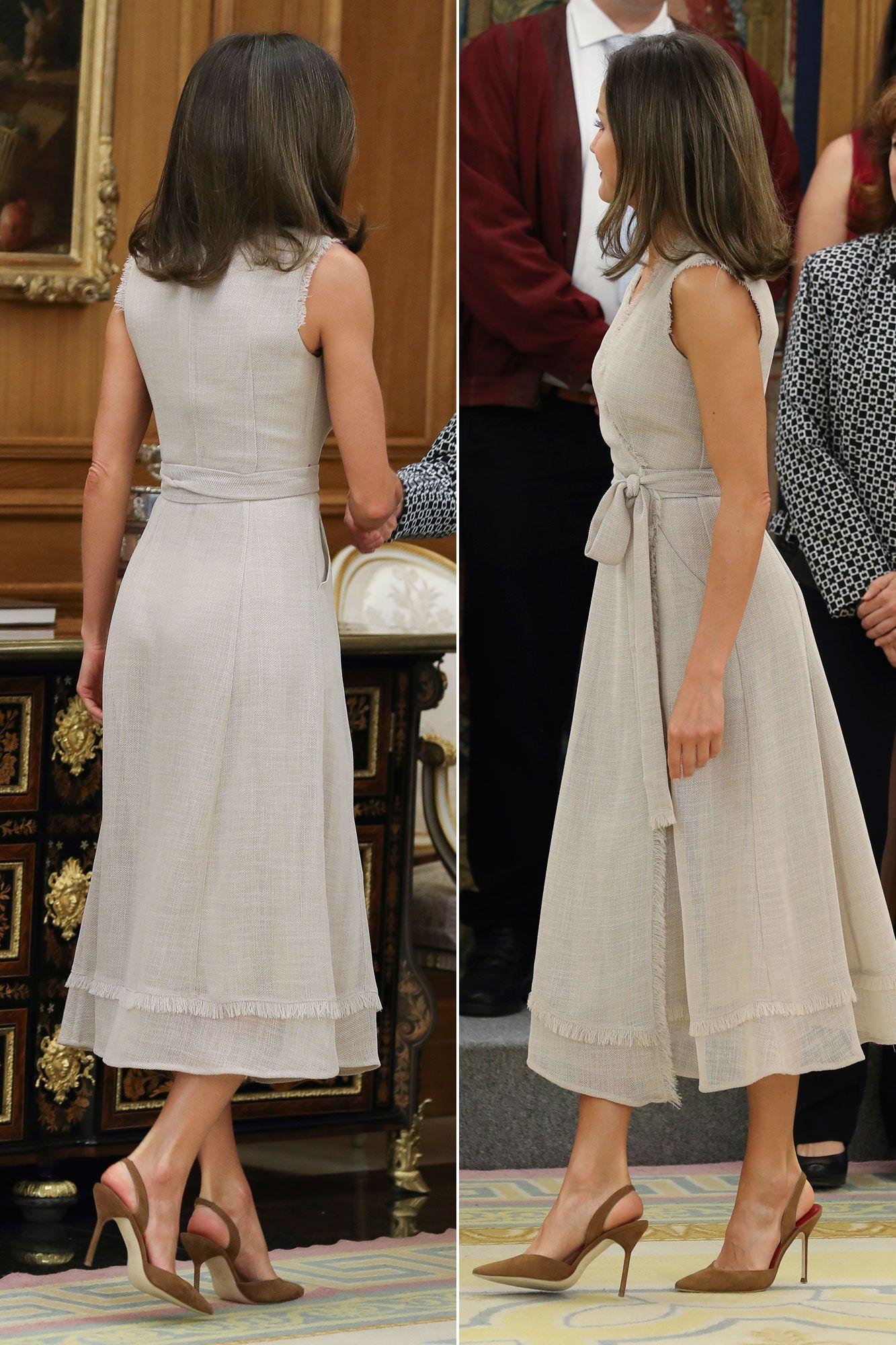 80f7757741 La Reina Letizia estrena el vestido cruzado del verano que tú también  querrás- RevistaDiezminu