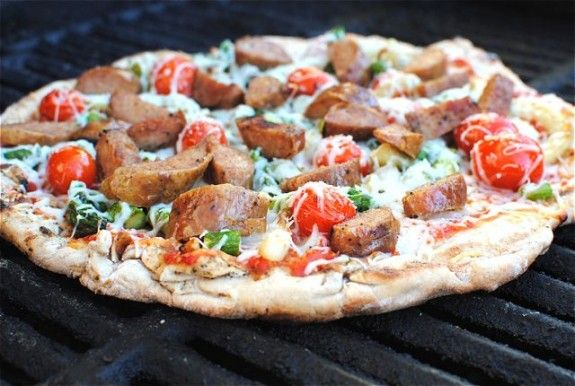 sausage-fennel-and-asparagus-pizza- I am so making this on cauliflower crust!