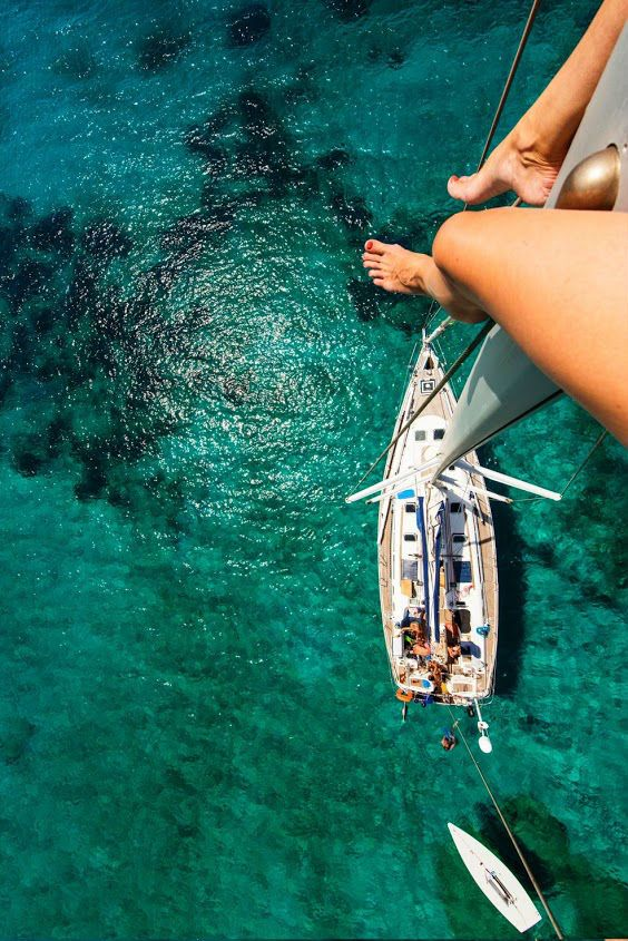 Woman With Sexy Legs and Feet Climbs to Top of Sailboat Mast http://www.omglmaowtf.com/woman-climbs-sailboat-mast